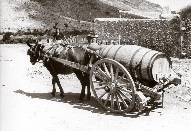 Los aguadores eran los encargados de abastecer de agua potable a la población.